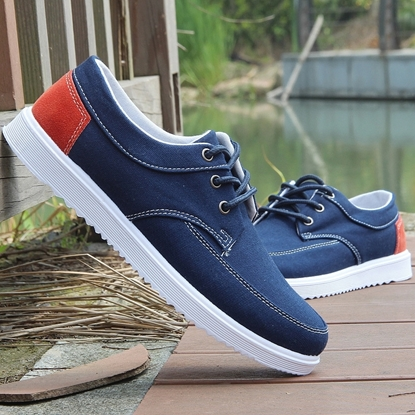 Picture of men's canvas shoes sports shoes board