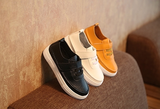 Picture of casual sports children shoes for student